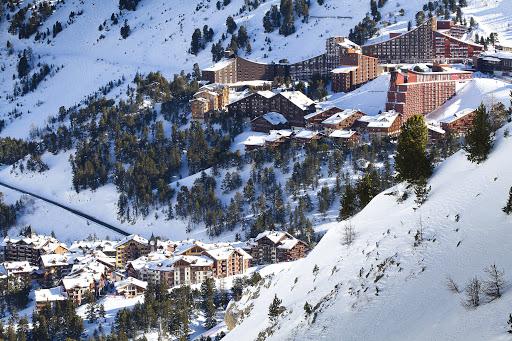 Топ 50 на световните ски курорти за 2020-та (въз основа на продадени ски пасове)