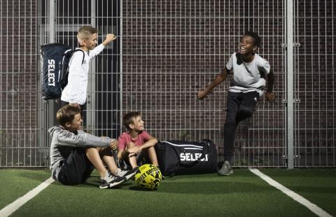Не записвайте 4-годишните все още на футбол - по-добре да скачат на батут и да тичат
