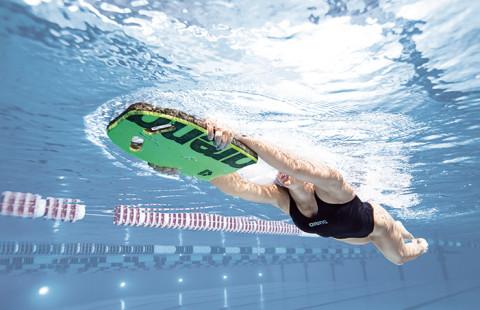 Как да плувате при болки в гърба?