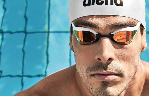 Как да слагате правилно плувната шапка